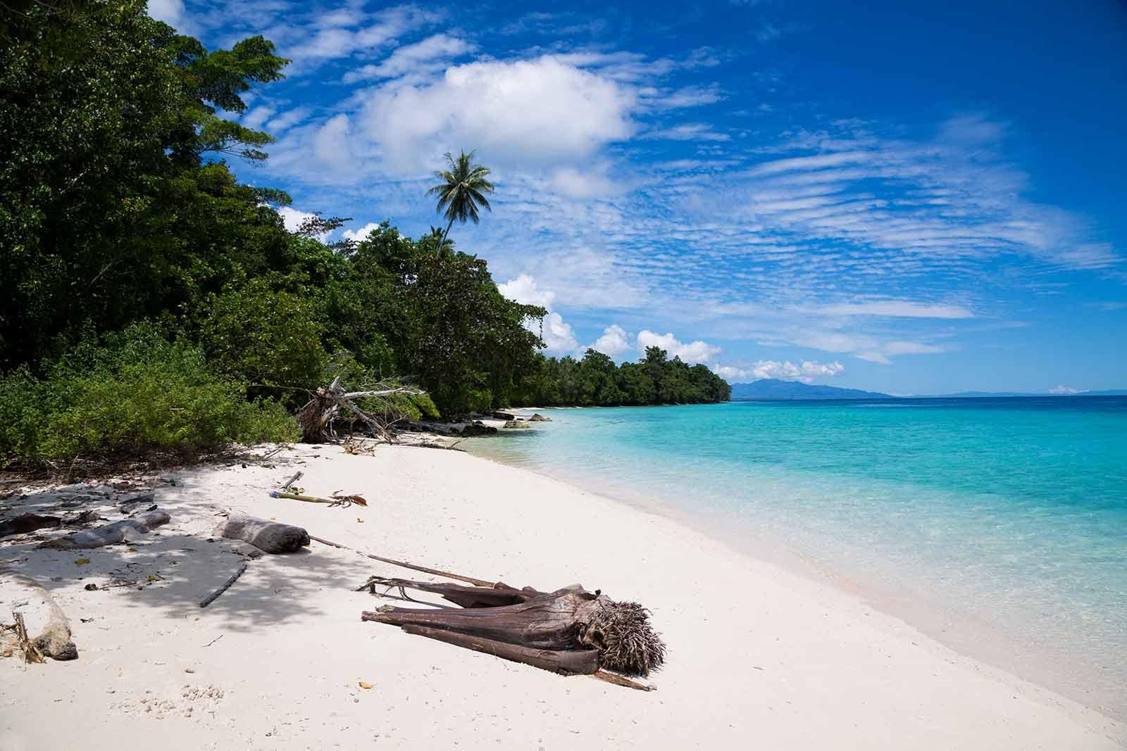 Maluku Islands: Saparua beach paradise.