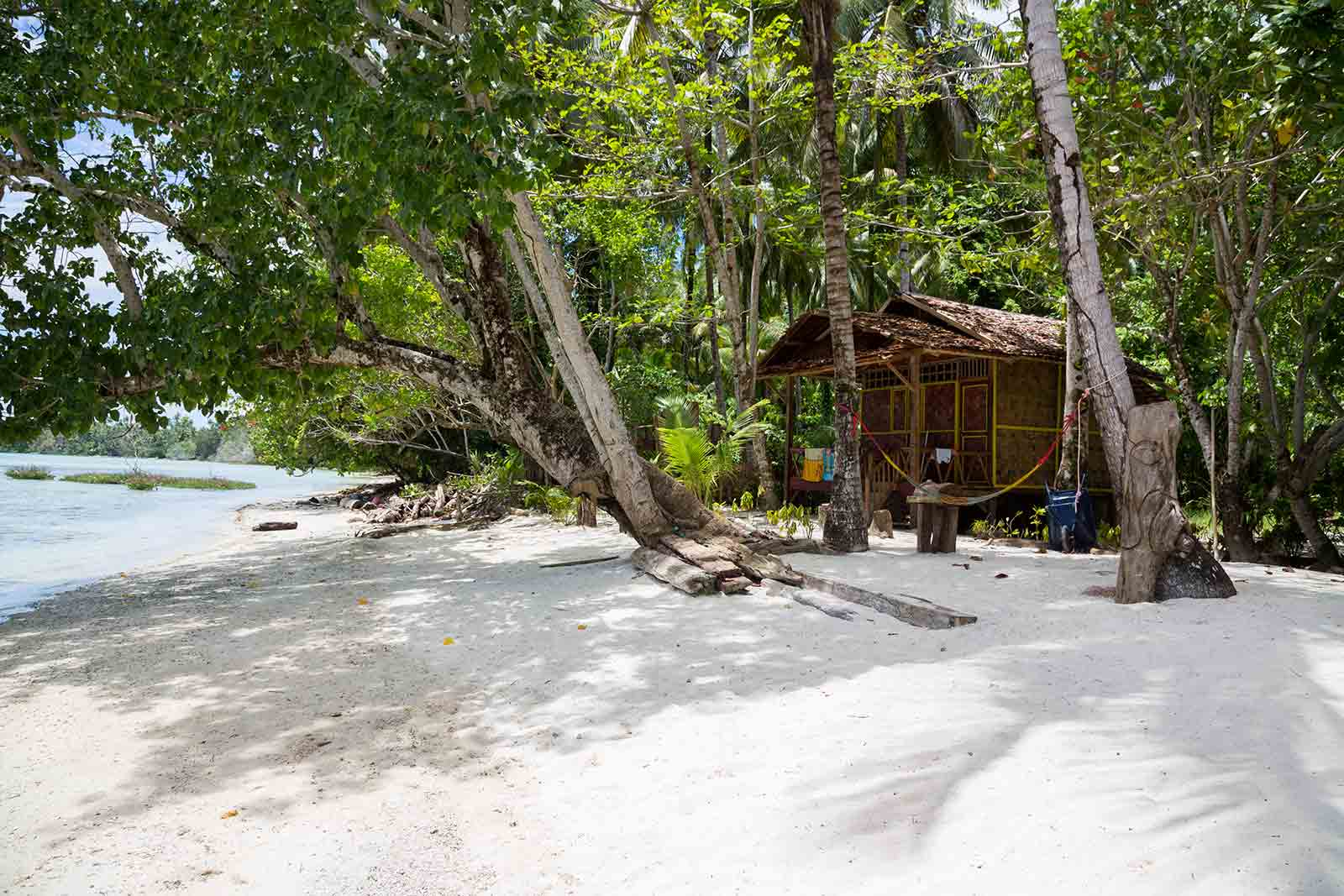 Maluku Islands: Puntih Lessi Indah Homestay on Saparua is the best place to stay at for some serious beach action.
